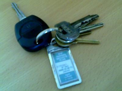 perdu trousseau de clef d 39 environ 7 clefs 1 clef noir de voiture une. Black Bedroom Furniture Sets. Home Design Ideas